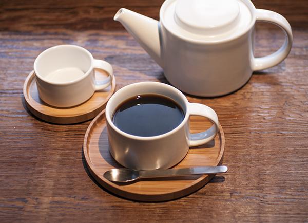 <p>kaicoオリジナルブレンド珈琲ドリップバッグでお店の味をお家でぜひ️。 one drip poteを使うとさらに簡単に美味しいコーヒーが淹れられますよ。 コーヒー豆の販売もしてますのでご活用ください。 お家で過ごす時間が少しでも楽しいものになりますよう。</p>