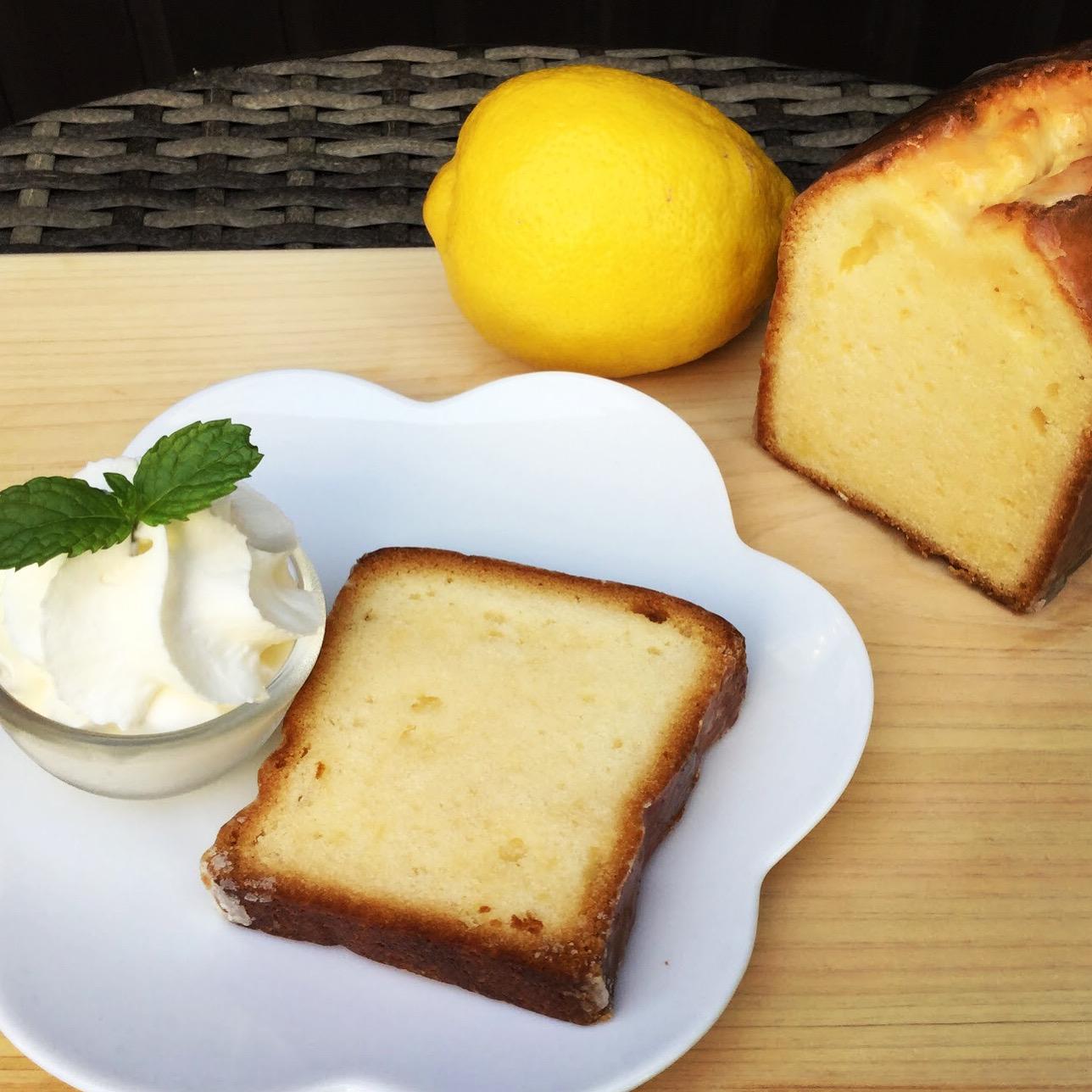 <p>こんばんは! 今日もとっても良いお天気でした! 少し汗ばむくらい🌞💦 少しずつ日差しの眩しい日が増えてきて さっぱりしたものが恋しくなる季節に…. 今年もレモンケーキ始めます🍋 瀬戸内海に浮かぶ大三島。 そこで穫れた無農薬の島レモンを ふんだんに使用し造られたリモンチェッロを 贅沢に使い焼き上げました! シャリっとアイシングの食感と口どけ […]</p>