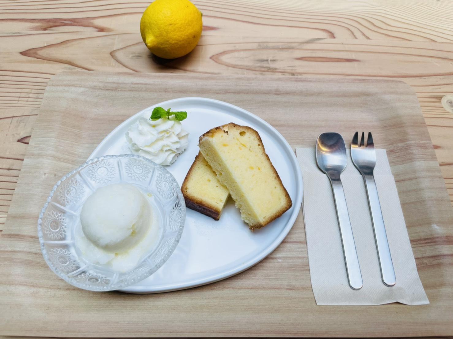 <p>明日からの期間限定新メニュー! 夏にぴったりの爽やかなプレートのご紹介です🍋 『檸檬ケーキと瀬戸内塩レモンソルベの夏プレート』 650円(税込) 瀬戸内・大三島檸檬のレモンチェッロを使った 人気の檸檬パウンドケーキと 瀬戸内塩レモンをアクセントにした シャリシャリ食感の自家製ソルベのセットです🍨 さっぱり爽やかな夏プレートに仕上がりました✨ 7月24日 […]</p>