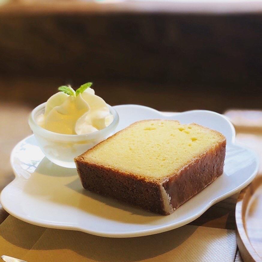 <p>明日はケーキの日です! 自家製ケーキと550円のドリンクが セットで800円でお召し上がりいただけます◎ 店内涼しくしてお待ちしていますので、 休憩がてらぜひどうぞ✨</p>